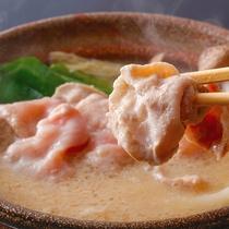 """【高原豚白みそ鍋】""""あっさり・やさしい""""味わいの白みそ鍋は、<自家製味噌>で仕上げました"""