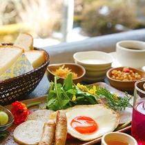 """【洋朝食】朝は""""パン派""""のあなたの為に!自家製しそ使用の『しそジュース』でフレッシュな気分に♪"""
