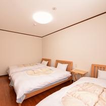 *トリプル(客室一例)/グループやファミリーに◎3つ揃ったベッドで安眠の夜をお過ごし下さい。
