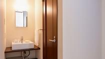 *洗面所/清潔を心がけた洗面スペース。