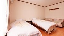 *ツイン(客室一例)/ご夫婦やカップルにオススメのお部屋。ペットが歩きやすい床材を使用。