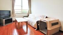 *ツイン(客室一例)/お部屋の床は、ペットが歩きやすい床材を使用しております。