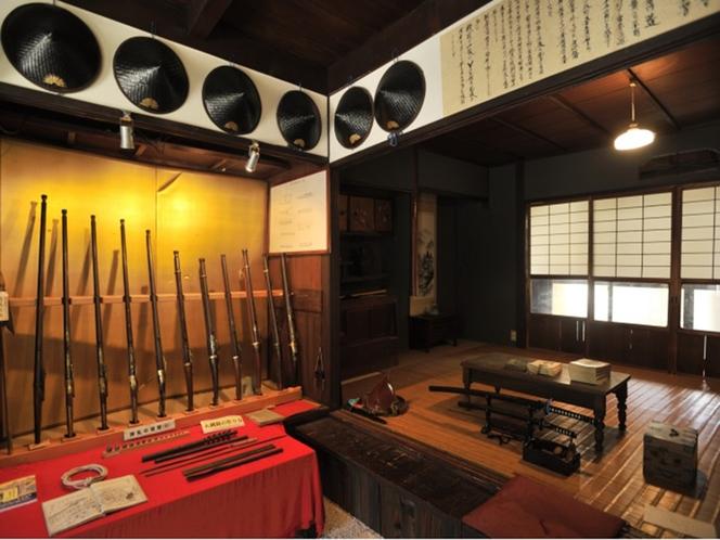 堺鉄砲館 火縄銃の使い方など、堺鉄砲の歴史に触れることができる。