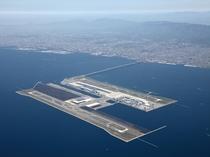 関西国際空港から特急で約25分、急行で約37分