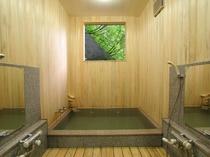 檜と石造りの温泉