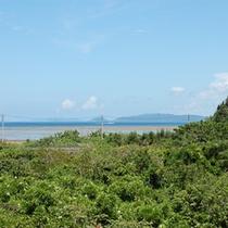 *周辺景色/屋上の展望テラスからは海を一望、解放感いっぱい!