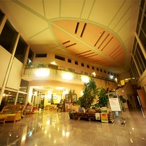*ロビー/天井が高く解放感いっぱいのロビー。日本でもここだけのホテルへようこそ!