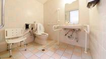 *館内/バリアフリートイレを設置しております。
