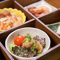 *夕食一例【西表御膳】沖縄の食材を使った色鮮やかな夕食膳