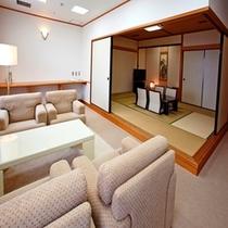 スイートルーム(和・洋室)・和室と応接間 ※和室と洋室合わせて7名様までお泊りいただけます。