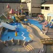 親水公園『夏はプール それ以外の季節は公園としてお子様が楽しめます♪』