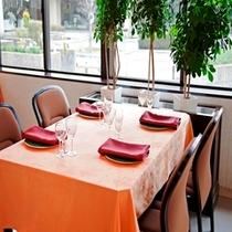 レストラン「白煉瓦」『ご昼食11:30〜14:00 ご夕食18:00〜20:00』