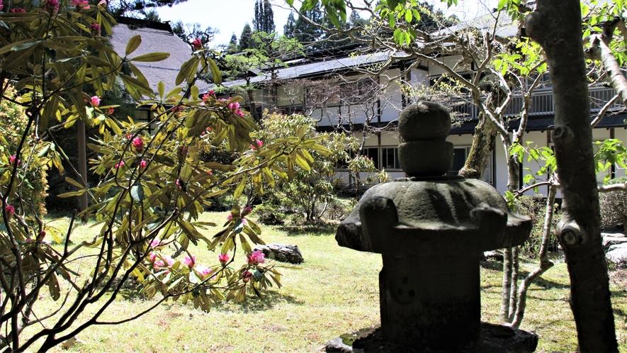 広井庭園に囲まれた宿坊