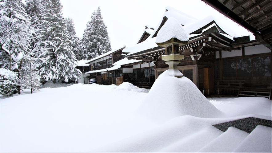大雪の高野山