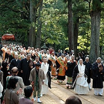 【結縁潅頂】曼荼羅の世界に入り仏様とご縁を結んでいただく真言密教における最も尊い儀式のひとつ。