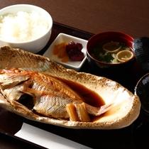 瀬戸内で獲れた煮魚定食!
