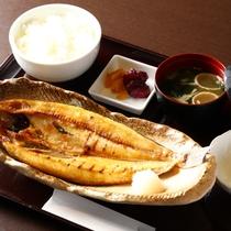 人気の焼き魚定食!