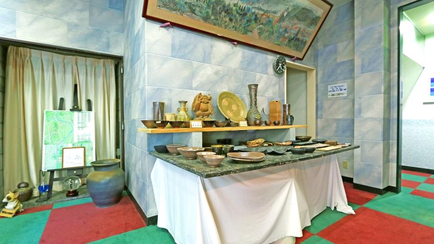 ◆陶器◆館内にはオーナーの本格陶芸作品も