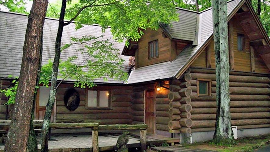 *【外観】カナダ産の木材を使用した本格カナディアンログハウス。広々とした空間でお寛ぎいただけます。