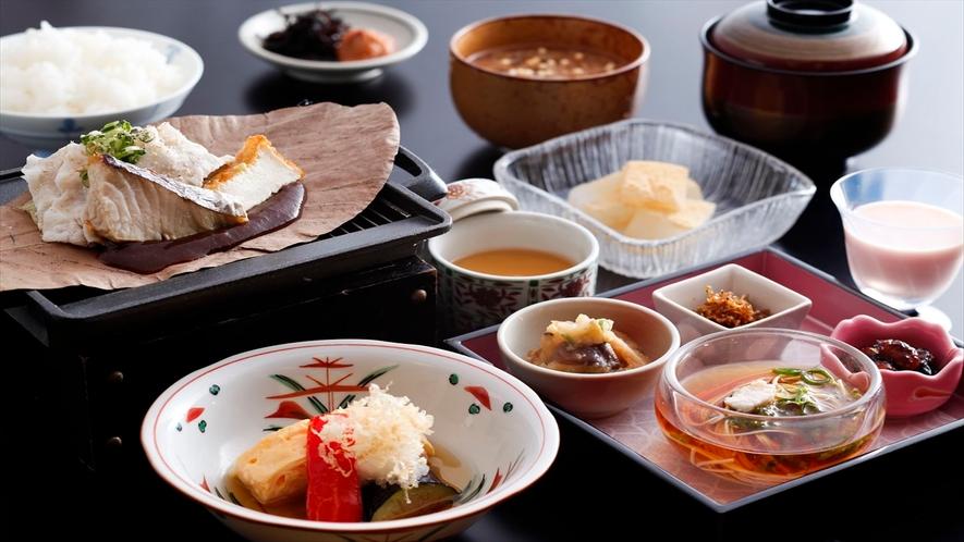 朝食一例。奈良の名物、茶粥もお付けします