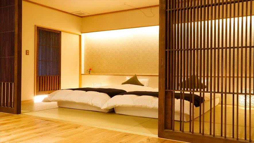 ZEKKEI 寝湯露天風呂付スイートのベッドルーム。両方のベッドを合わせることで、230cm幅