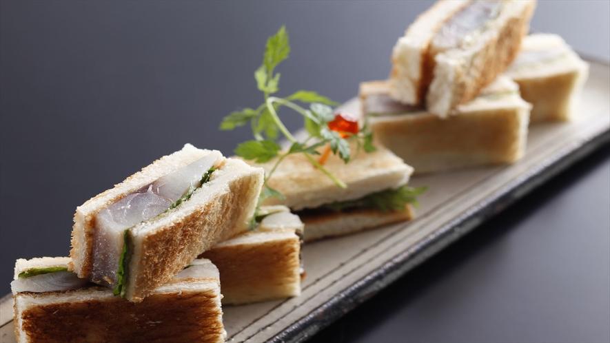 しょっぱさがアクセントの鯖サンド。お料理一例