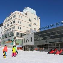 【ゲレンデサイドの宿】スキー場まで徒歩0分。