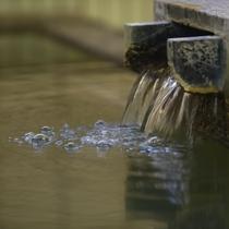 当館のお風呂は、白馬の「姫川温泉」の湯を使用しております。
