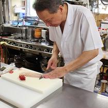 *料理長/北海道ならではの海の幸を、旬に合わせて最高の状態でお召し上がりください!