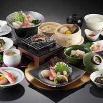 *満喫会席/当館名物の鮑をはじめ全14品の北国の旬の味覚をお届けします。