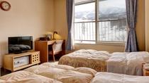 *洋室ツイン一例/旅先でもベッド派のお客様に最適なお部屋です。