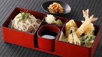 *レストランメニュー【昼】/天ざる 930円(税込)