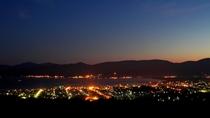 *岩内町の夜景/露天風呂や海側のお部屋から、この美しい夜景をご覧いただけます☆