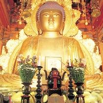 *帰厚院(車7分)/岩内最古の寺院。高さ6.8mの大仏像に圧倒されます。