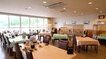 *レストラン/落ち着いたテーブル席でお食事をお楽しみください。ランチも営業しております。