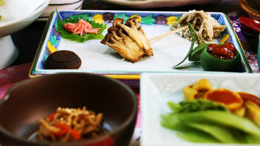 ■夕食_あいべつ自慢の特産品きのこをふんだんに使ったお料理です。
