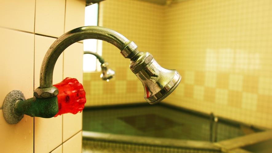 ■温泉_6時~22時まで入浴が可能!炭酸が強いので、疲れた心身もすっきり癒してくれます。