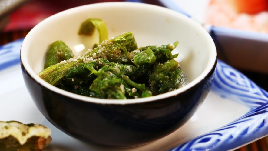 ■夕食_きのこ以外の山の幸も美味しいんです☆旬の山菜のおひたし!