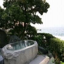 木かげの石風呂(男性露天風呂)