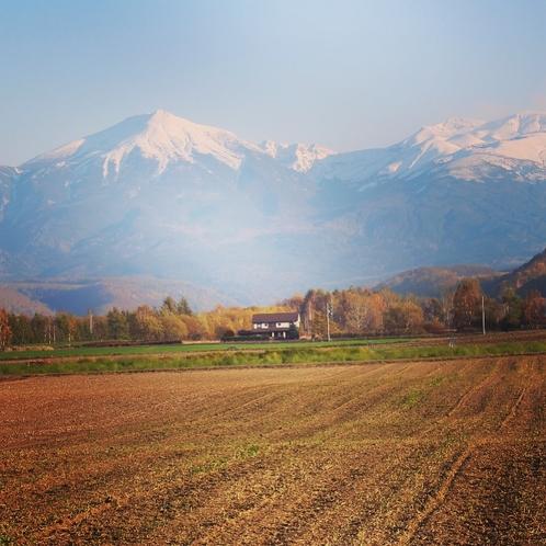 【秋の和raku-Tei】十勝岳連峰を背景に