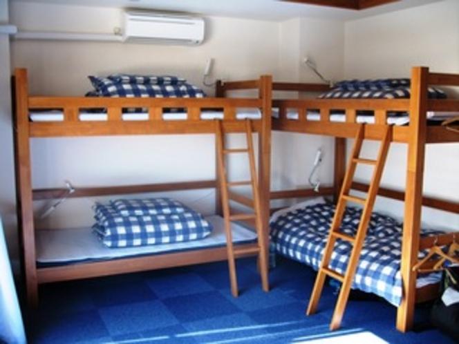 9-bed mixed dorm