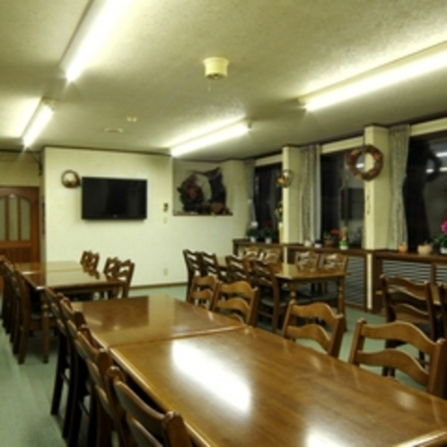 食堂は明るい雰囲気