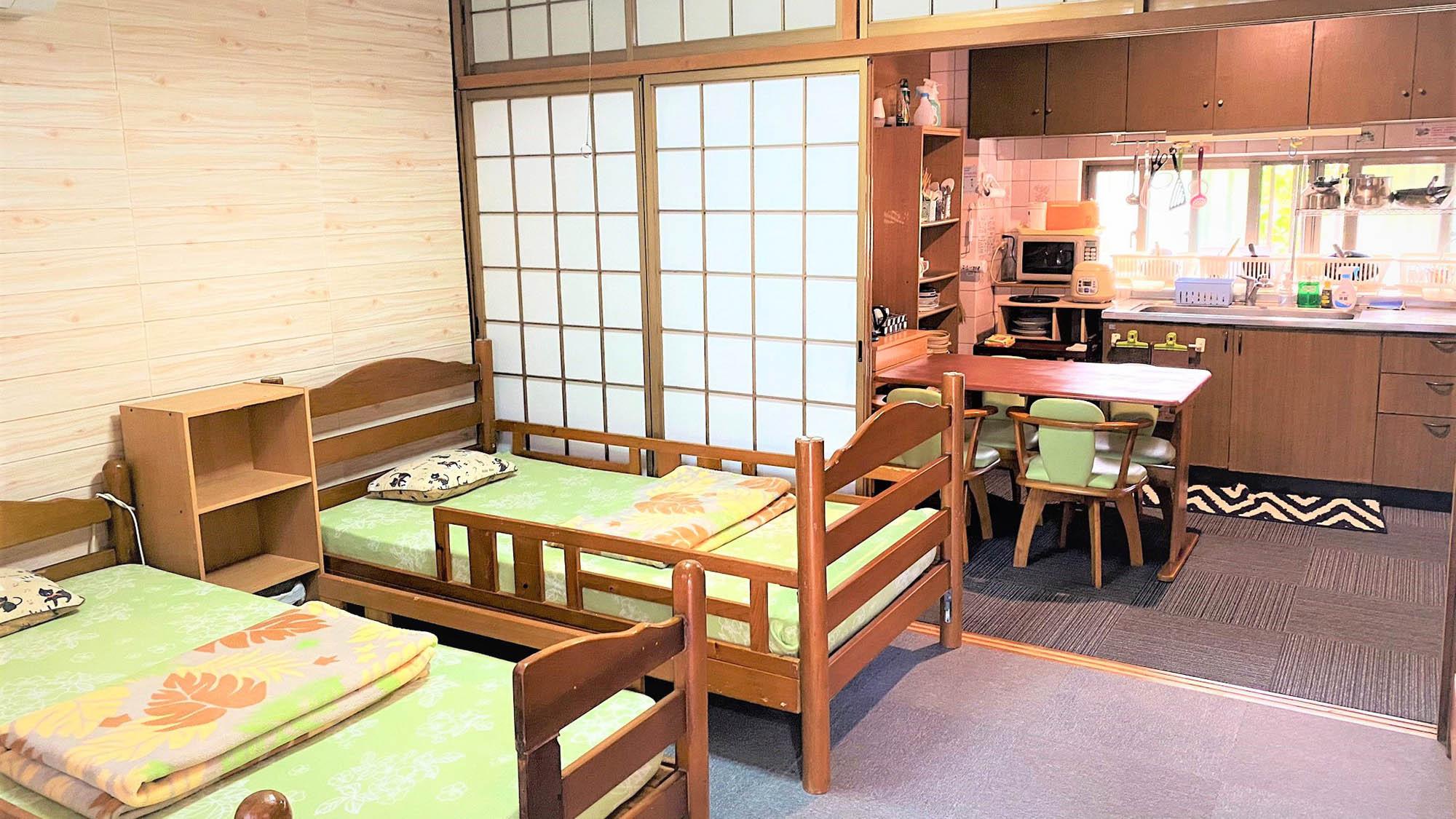 ・1階ファミリー用個室_ツインベッドルームB (1)