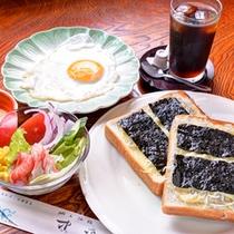 *日間賀名産の≪海苔≫に≪じゃこ≫をのせてチーズをトッピング♪とろ〜りとろける、熱あつの島ピザ!!