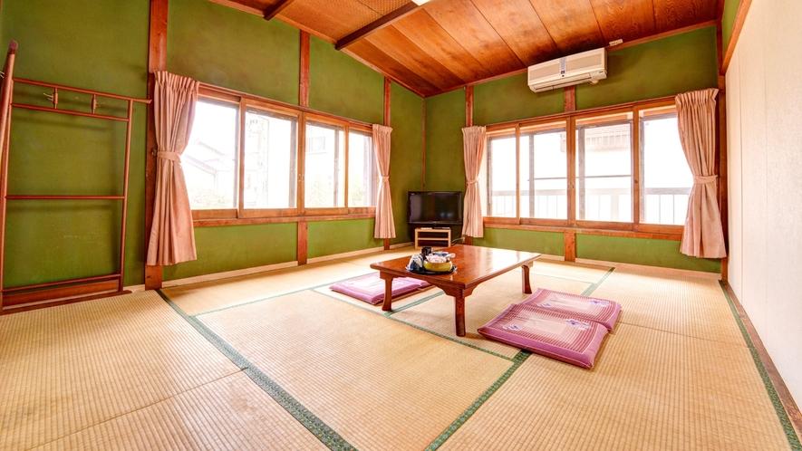 *和室10畳(客室一例)/)/素朴ながらも手入れが行き届いたお部屋。ゆっくりと島時間を満喫下さい。