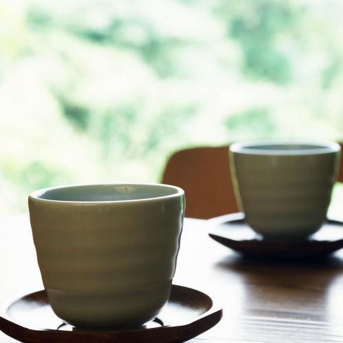 特製野草茶でおくつろぐ下さい