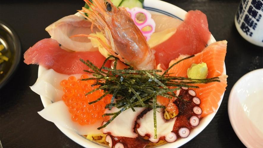*【海鮮ちらし丼】高知の海の幸をご堪能ください♪