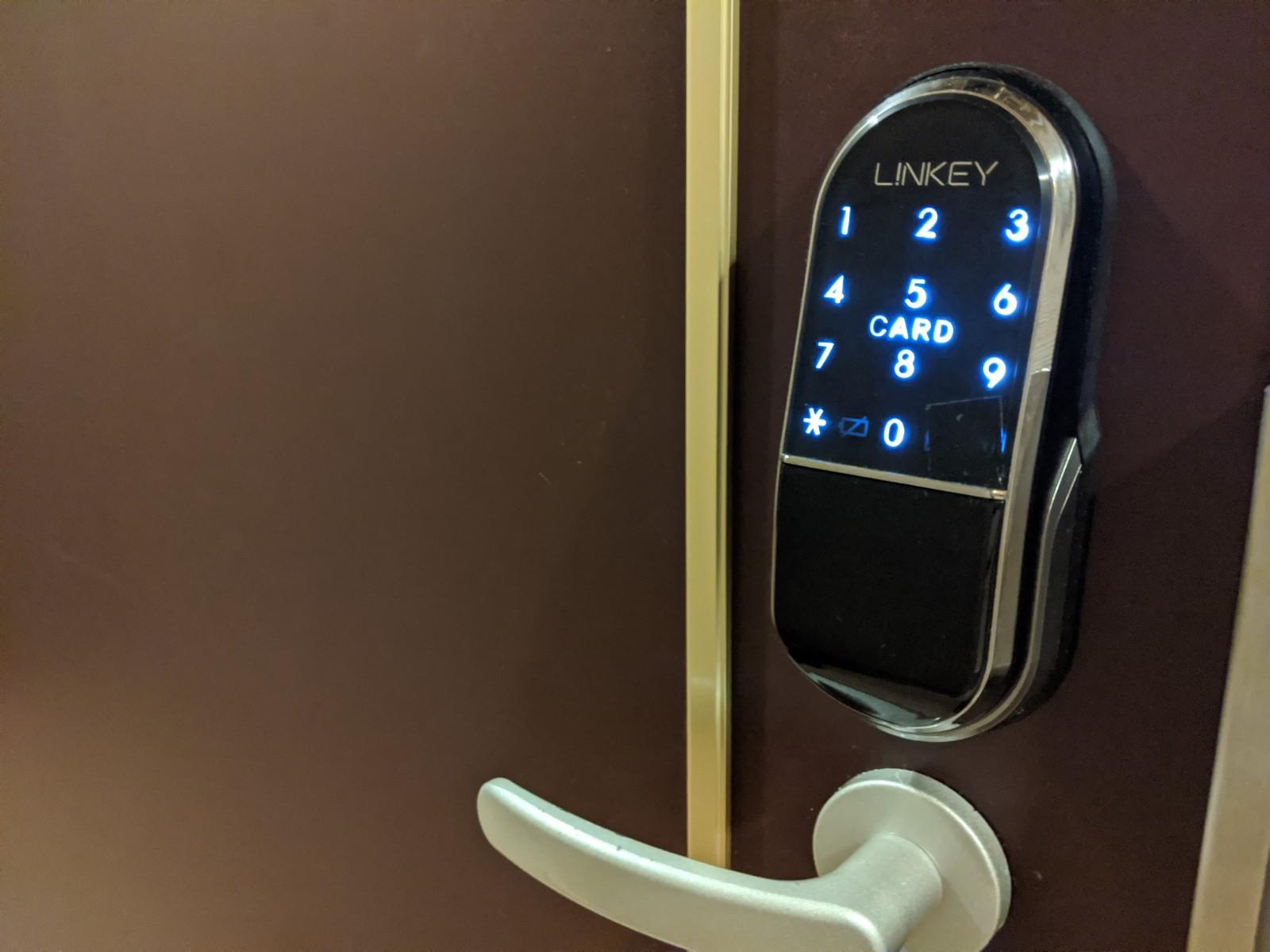 タッチパネル式ドア