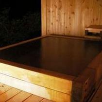 夜の貸切露天風呂