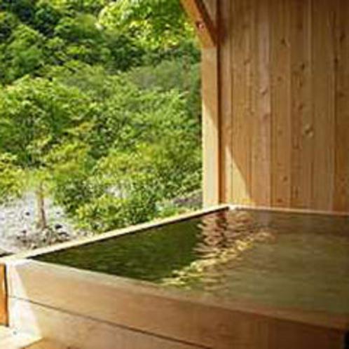 新緑の貸切露天風呂